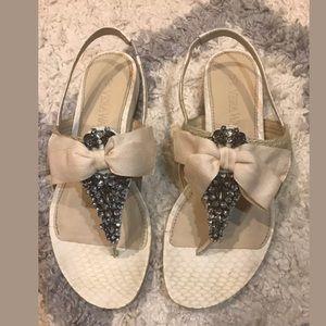 Vera Wang Natural Jeweled And Bow thong Sandals 37